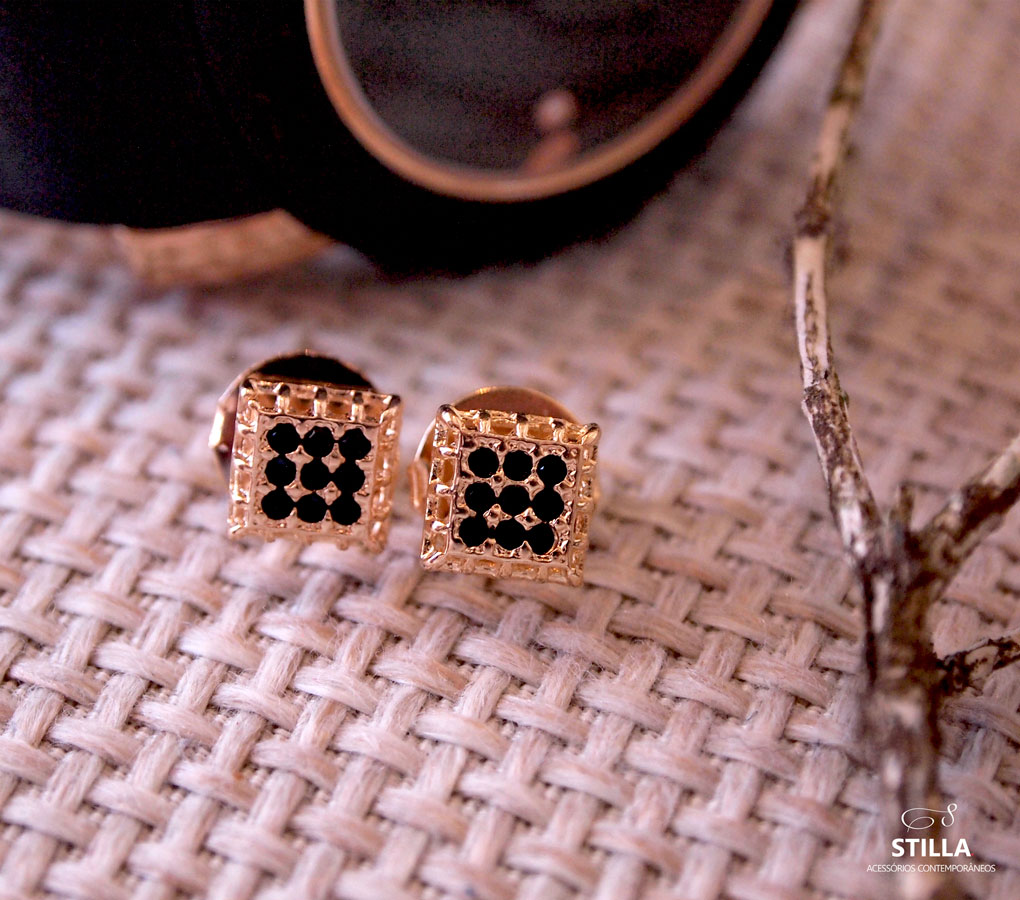 Brinco-semijoia-Zircônia quadrado preto--banhado a ouro-stilla-acessorios-contemporaneos