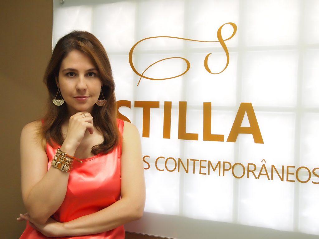 Empreendedora Marianne - Proprietária Stilla - empreendendo com a revenda de semijoias - Stilla Acessórios